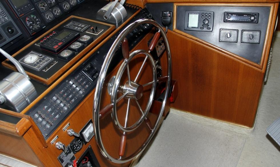Tollycraft Helm | 53 Tollycraft Motor Yacht For Sale  TollyCraft Yacht